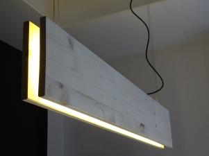 LAMPARA-DE-MADERA-Y-TIRAS-DE-LED-DEKOARK